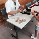 缶バッジや木のペンダントが作れる(しかも無料!)工作好きのちびっこ達が熱心に作っていました♪