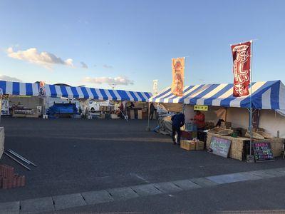 6:57 アクアマリンパークの地域物産展、早朝から準備が進んでいます!