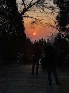 地平線にはやや雲があったものの、太陽が顔をだしました!