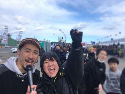 14:18 ランナーのみなさん!最後まで頑張って〜!フィニッシュ直後、 幸恵&ナシモンが元気に応援してますよ♪