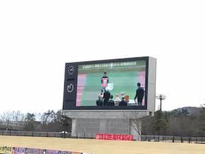 菊地選手会長が代表でトロフィーを受け取っているところです。