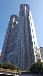 ドーーーン!! 東京公演で宿泊していたホテルのそばに都庁がありました!大きいっ!!
