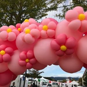 バルーンアーティストののぞみさんが、富岡町らしいピンクの風船で桜をたくさん作ってくれました!これはアーチ状に作られたもの。可愛い^^