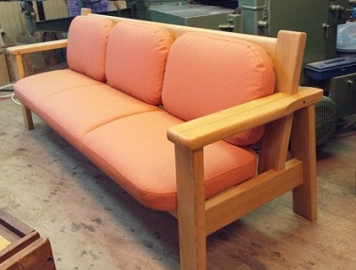 木枠職人さんとのコラボで製作したソファ 【写真提供:インテリア工房まがりやま】