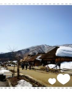 大内宿です。 写真のきんつばも大内宿で頂いたもの(*^-^*) 温かい日でしたが、まだ雪が残っていました。