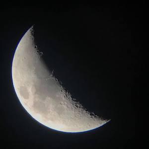 いわきの駅前でも、お天気さえ良ければこんなにくっきり月も見えるんです。