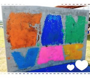 裏側は、子どもたちの手形を集めて作られたCANvasの文字が(*^-^*)