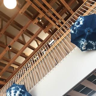 建物の内外ともに木がふんだんに使われて、とても落ち着く良い施設。