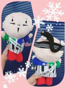 リスナーさんからのお土産。 静岡県浜松市のイメージキャラクター「出世大名家康くん」。 ちょんまげは浜名湖うなぎ(笑) フラおじさんとコラボできそうな、できなさそうな・・・(笑) 家康くんに私も出世を祈願するのじゃ✨
