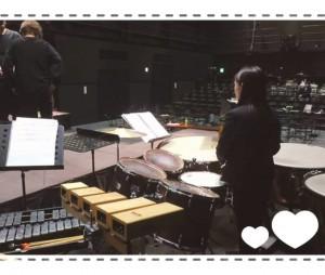 ピアノにエレクトーン、パーカッションが入り、生演奏の中、合唱とソロと朗読とセリフが入り交じります。