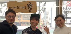 DEENのボーカル池森秀一をおじさんに持つアーティストRyoさん!(中央)と、Ryoさんのライブ実行委員の和良品さん(左) Ryoさんご本人はとても爽やかで素敵な方でした(*^▽^*) Ryoさんの生歌が聴けるワンマンライブは3月24日㈰いわきアリオス!!