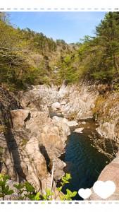 鬼ヶ城へ行く道すがらにも自然がたくさん!こんなにすばらしい渓谷も✨若葉の黄緑もたくさんです。 新緑の季節は気持ちがいいですね(*^-^*)