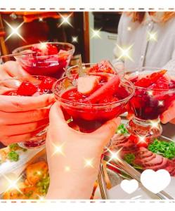 木川さんのお宅で芝居仲間とホームパーティー✨女子会✨木川さんが手料理でおもてなしをしてくれました❗これは手作りのサングリア😍 もう、お料理も美味しいし、お家も素敵だし、「うらやましい😍」がいっぱいでした❣️ 11月の公演に向けて、そろそろ始動します‼️