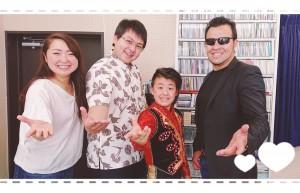 先週、ゲスト出演してくれた、『ハッピードリームサーカス』のアランさん(右)とアラシ君(右から二人目)。 いよいよあさって7/20からハワイアンズで東日本初のハッピードリームサーカスが始まるよ!!絶対観に行きたいっ!
