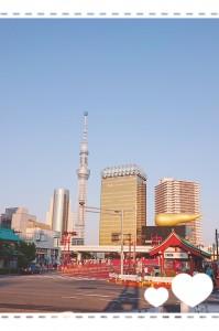 先日、お勉強の為、東京へ行ってきました。 観光客の外国人の方が同じ方向を見てパシャパシャ写真を撮っていたので、観てみると・・・ワォ! 浅草からの風景✨ 私も思わず撮っちゃいました(≧▽≦)