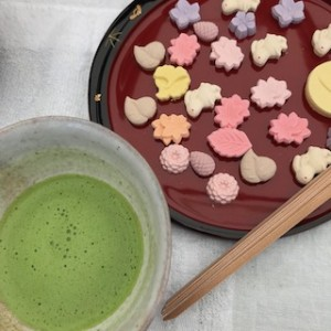 安藤信正公生誕200年を記念した呈茶席。干菓子がなんとも可愛らしいのです!