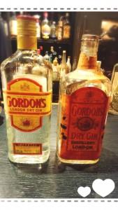 左が現在のジン。 右は戦前のジン。 さすがに空瓶ですが、 こんな形の蓋だったんですね。 貴重な空瓶✨