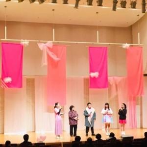 先日行われた「Iwakiピンクリボン スマイルステージ」の写真です。各年代、そして男性の立場からも乳がん検診への思いを語ってもらいました。