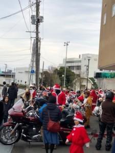 サンタがバイクでやって来た!