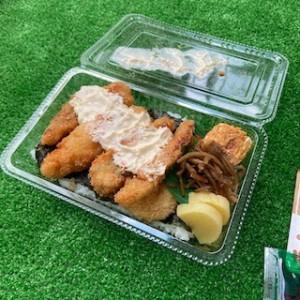 鮮魚が自慢の居酒屋さんのテイクアウト弁当。お魚のフライがいっぱい!