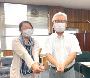 吉田先生はご自身が小学生の時から剣道をやってきたそうです(最近では指導者として)。 竹刀はなかったのでエアー竹刀で剣道の形をご指導いただきました(笑)