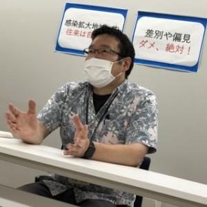 係長の小島さん。お話がとっても分かりやすい!アロハシャツもおしゃれ♪
