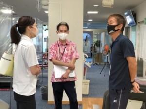 右がトレーナーの大峯さん。中央がスタッフの橋本さん。