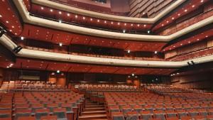 こ~んなにひろい会場も。 大ホールは通常MAX1705人入る会場です。