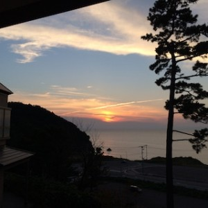ここはどこだったっけー?!新潟県のだいぶ南部の方です。遠くに佐渡が見えました。2015年9月です。