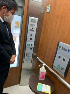 各会場の入り口はもちろん、エレベーターの中にも除菌液が!