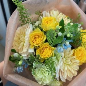 「いわきStar Cafe」ゲストの花cafeア・ヌー代表取締役の木村美也子先生にいただいた花束!優しいイメージの花束に感激^^