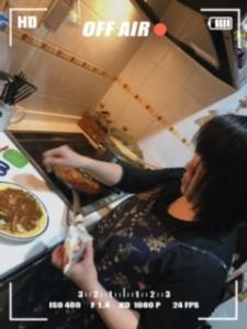 お夕飯作り中