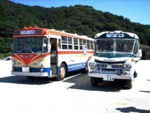 覚えてますか?この2台!映画「フラガール」に登場したあのバスです!