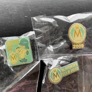 女子サッカーチームのマリーゼ。サポータークラブのピンバッジ2008,2009,2010年のもの。引き出しから出て来ました!捨てません!