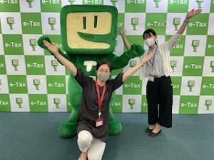 3人揃って「e-TAX」のXポーズ♪西畑さん、お付き合いいただきありがとうございました^^