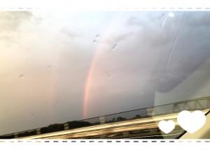 日曜日に空に大きな虹が架かっていましたね🌈 高速道路(助手席)から撮ったのでキレイに写せていませんが💦 私が見たときには二重の虹が見えましたよ🌈♡