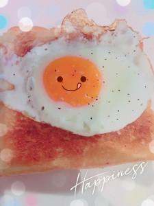 これはラピュタパン🌟 ラピュタパンと検索すると、それはそれは美味しそうなラピュタパンがたくさん出てきますが、先日ラピュタを観ながら作った、いたってシンプルなラピュタパン🌟 朝昼晩これでいいぐらい好きなパン♡