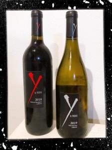 誕生日にワインを頂きました🍷 X JAPANのYOSHIKIがプロデュースしたワイン。 『 Y by YOSHIKI(ワイ・バイ・ヨシキ) 』 一度飲んでみたかったワイン🍷 おいしく味わいました(*^-^*)